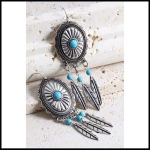 Jewelry - Boho Antique Silver Tone Conch & Feather Earrings